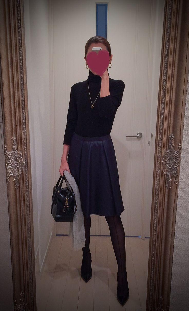 Black turtleneck with blue skirt and black bag and heels - http://ameblo.jp/nyprtkifml
