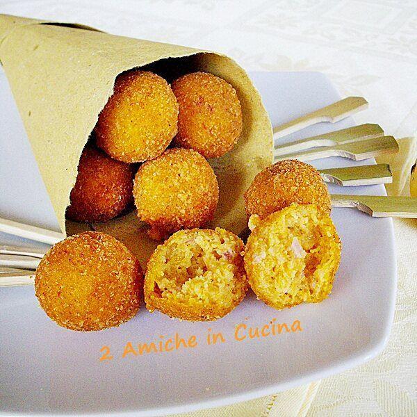 Dall'archivio del blog crocchette di zucca e speck. #fingerfood #friedfood #pumpkin #zucca