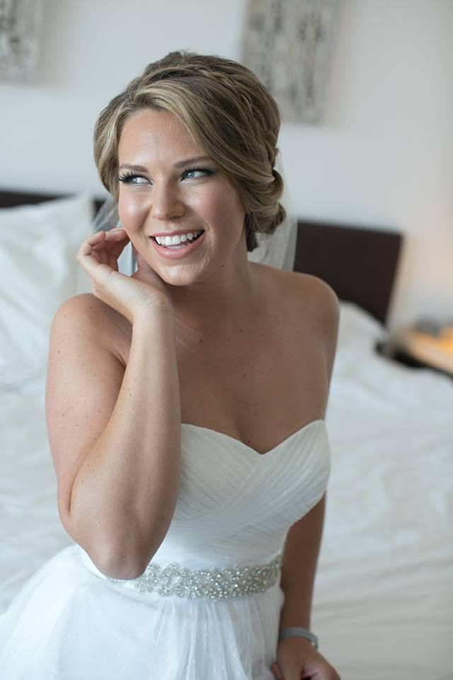 Loose #updo with braid on a side. so chic! by @stylingtrio Photography: Carrie Vines photography