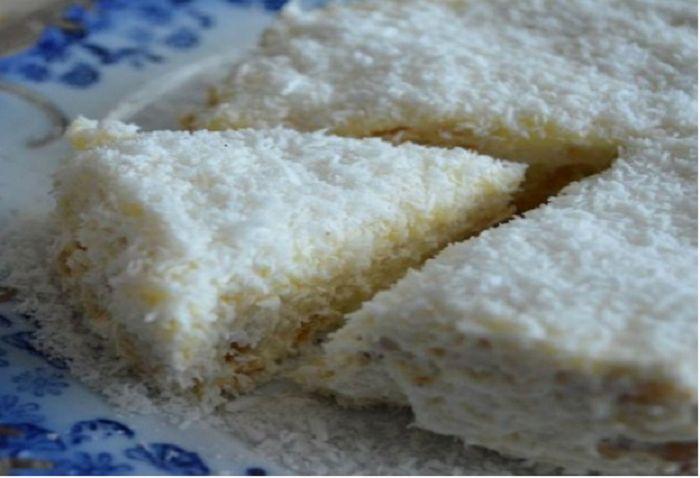 Ένα γλυκάκι που θα λατρέψετε, γιατί γίνεται πολύ γρήγορα και είναι πολύ εύκολο. σαν..ραφαέλο (γλυκό με μπισκότα και ινδοκάρυδο) υλικα 1 γάλα ζαχαρούχο 1 φυτική κρέμα γάλακτος 3 τεμάχια κρέμα στιγμής 1 λίτρο φρέσκο γάλα 2 πακέτα μπισκότα πτι μπερ 250 γρ. ινδοκάρυδο Α! και δεν χρειάζεται ψήσιμο… (συνταγή by Betty!!!) πώς να το φτιά… …