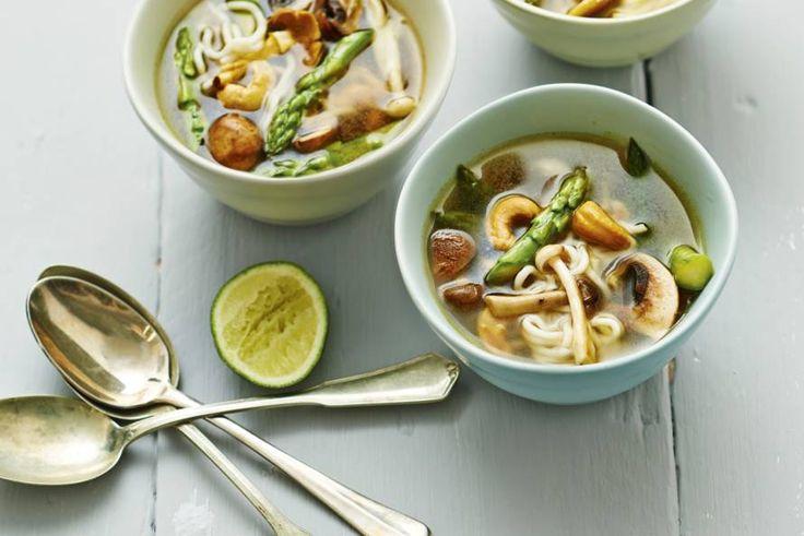 In een handomdraai een Aziatische maaltijdsoep op tafel. Lekker slank en vol bite - Recept - Allerhande