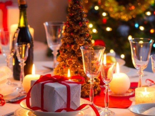Новогодние блюда для праздничного стола в 2017 году http://feedproxy.google.com/~r/anymenu/hMaC/~3/drYfYIAXisU/  Многие хозяйки, при выборе блюд, которые подадут гостям в Новый Год,предпочитают полагатьсяна гороскоп. И так, наступающий год, будетпроходить под знаком «Красного Петуха». Это значит что, и рецептынеобходимо продумывать исходя из предпочтений этой птицы и, конечно же,будет кощунством, если на столе появится, например, жареная курица. Вот пара очень простых но, тем не менее…