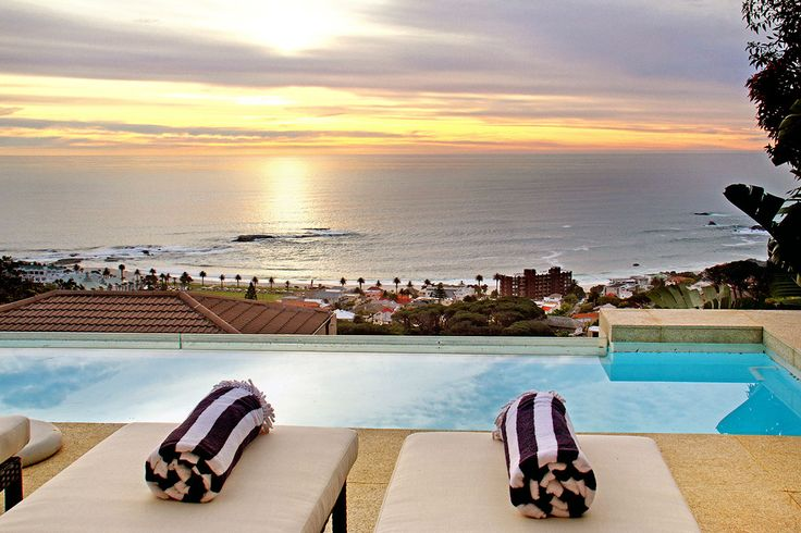 Adara is an exceptional modern masterpiece comprising 3 light filled levels, perfectly positioned on the slopes above Camps Bay.