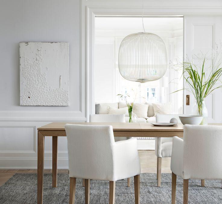Store | Englesson - Möbler i klassisk elegant stil med vackra detaljer Edge är en av de senaste tillskottet i möbelserierna från Englesson. Denna möbelserie är utvecklad i moduler vilket gör det möjligt att konfiguera precis som man vill. Med sin mer kontemporär karaktär, luftigare stil och nättare modulstorlek passar Edge-serien utmärkt i det urbana hemmet. Inspirationen av möblerna kommer från det nordiskt rena och enkla formspråket med influenser av modern townhouse-stil från den…