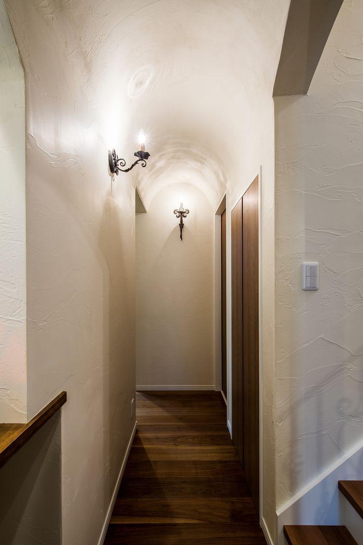 アール天井 塗り壁 自然素材 ウォールライト 家 塗り壁 玄関 内装