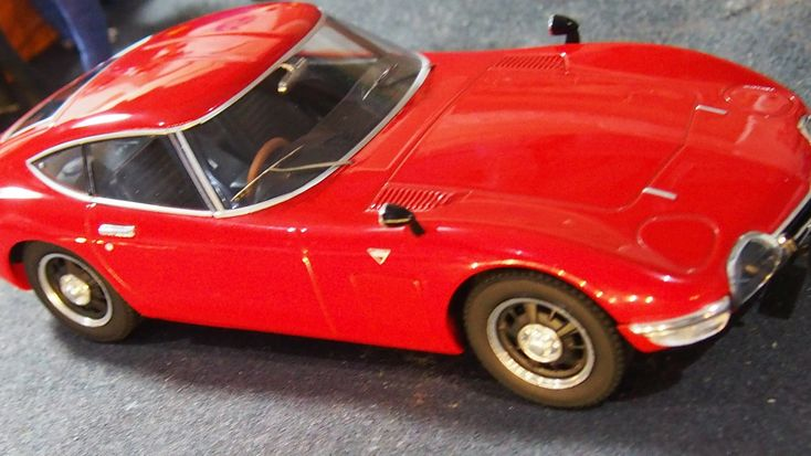 1967 Toyota 2000 GT by Triple 9  1:18 scale new boxed