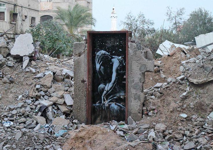 Vidéo : Banksy dévoile plusieurs oeuvres dans les ruines de Gaza http://bit.ly/18lQ7pg