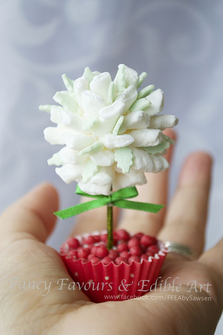 mini marshmallow tree favour topper | Fancy Favours & Edible Art -- #mini #marshmallow #tree #sweettree #favour #topper #handmade #christmas #cute #small#tiny #mini#red #white #green #chocolate #gift
