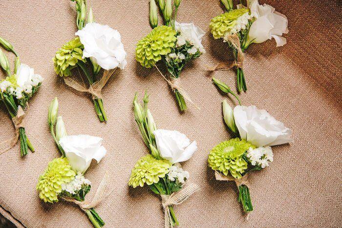 Anstecker Fur Hochzeitsgaste Selber Machen Bildergalerie Mit Vielen Tollen Ideen Hochzeitsanstecker Hochzeit Hochzeitsgaste