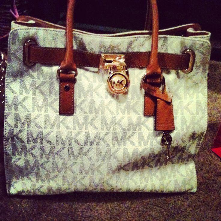 So beautiful Michael Kors bag. Love its color