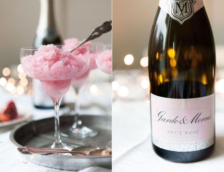 Den mest fantastiska nyårsefterrätten man kan tänka sig, en rosa champagnegranité med granatäpple och champagne! Det blir inte bättre än såhär!