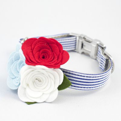 The Palm Springs Flower Designer Dog Collar offers a classic, seersucker design. The flowers are removable for everyday wear and the collar is durably double stitched.