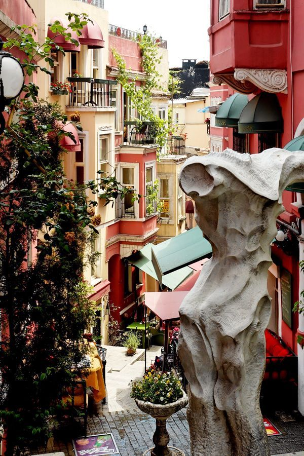 10 breathtakingly beautiful streets you need to see before you die