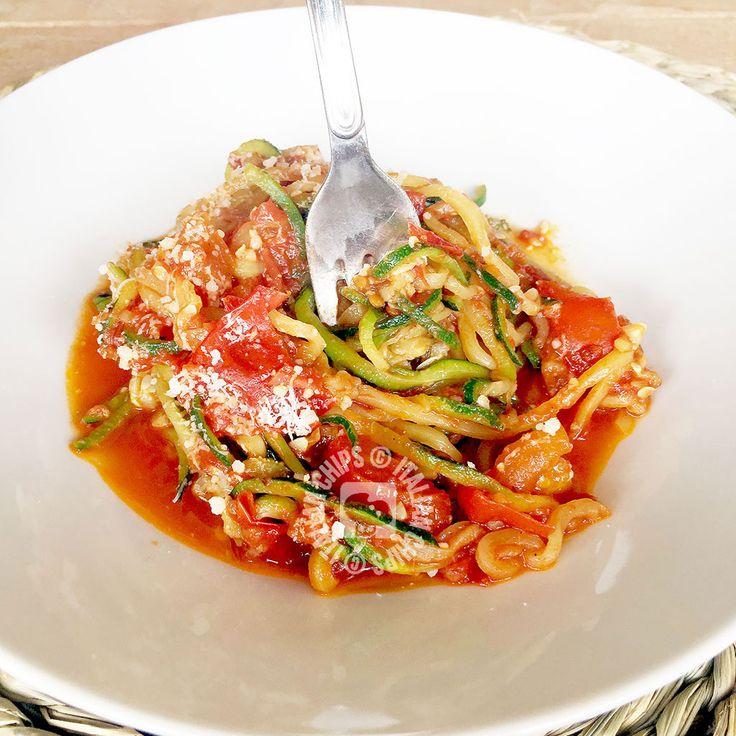Li ADORO! Questi spaghetti di zucchine sono la trovata del secolo! Sono saporiti e, abbinati al sugo di carne, sembra proprio di mangiare spaghetti