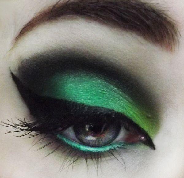 Linda maquiagem para olhos