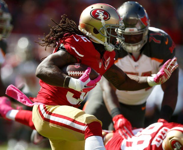 Buccaneers vs. 49ers:     October 23, 2016  -  34-17, Buccaneers  -    San Francisco 49ers' DuJuan Harris (32) runs against the Tampa Bay Buccaneers in the first quarter of an NFL game at Levi's Stadium in Santa Clara, Calif., on Sunday, Oct. 23, 2016. (Nhat V. Meyer/Bay Area News Group)