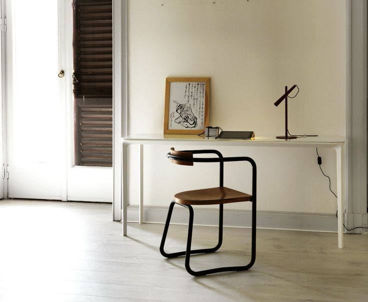 SLIM As A Desk, As A Touch Of Elegance