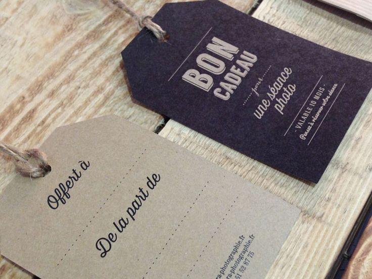 Bon cadeau photographe en forme de tag US I Design by Crème de Papier