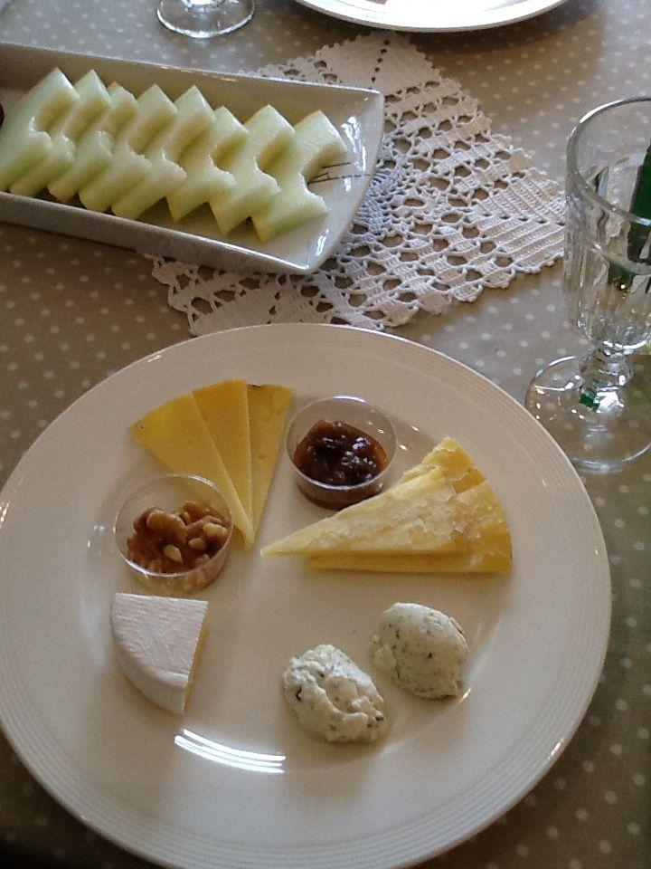 Deilig hjemmelaget ost fra Nordtun gård, Andøya, Norge.