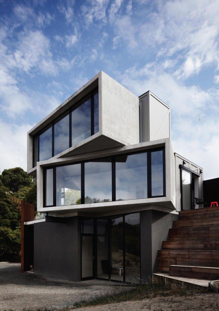 Minimalist House// geometric facade // The POD / Whiting Architects