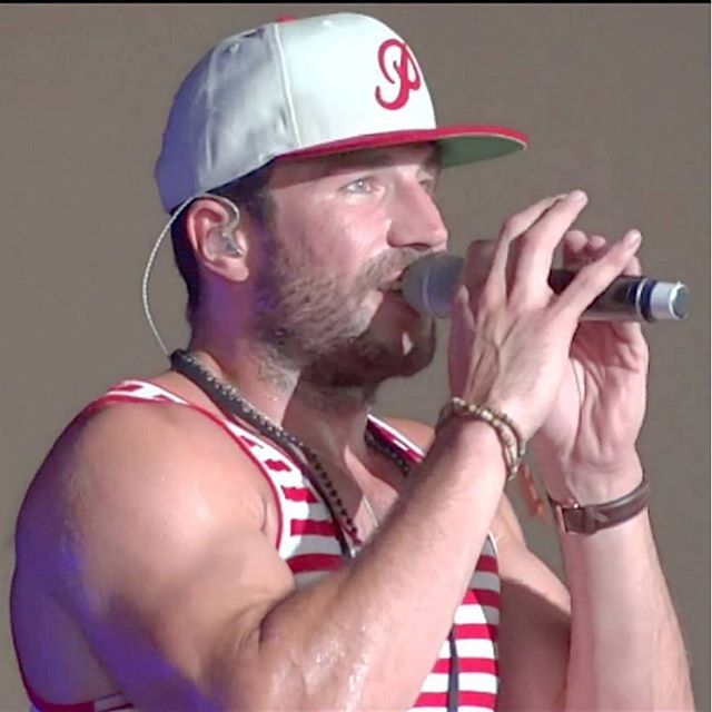 Official website of MCA Records Nashville recording artist Sam Hunt.