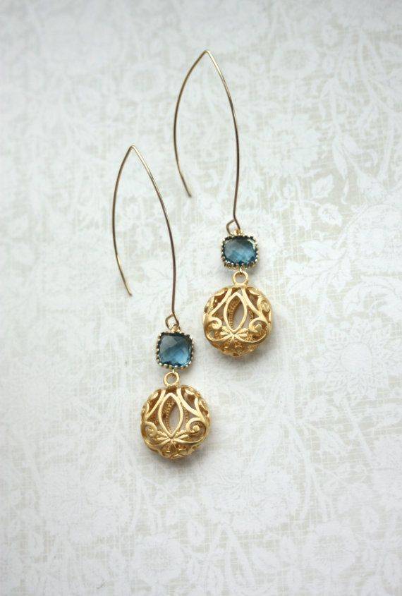 Sapphire Navy Blue and Round Gold Filigree Earrings. por Marolsha