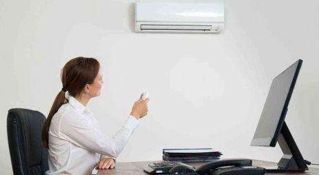 Ternyata Ruangan Kantor Ber-AC itu Berbahaya, Dan Ini Cara Mengatasinya Bagi Anda yang bekerja di ruangan kantor yang ber-AC, suasana dingin bisa membuat Anda nyaman. Di balik kenyamanan AC, ternyata ada bahaya mengintai. Dilansir dari laman Health Library, Rabu (17/5/2017), ada beberapa risiko kesehatan yang  berkaitan dengan penggunaan AC ruangan dan cara mengatasinya: