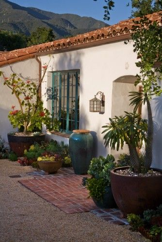 Grace Design Associates mediterranean landscape  Very Santa Barbara! My favorite spot on the West coast and closest to my home.