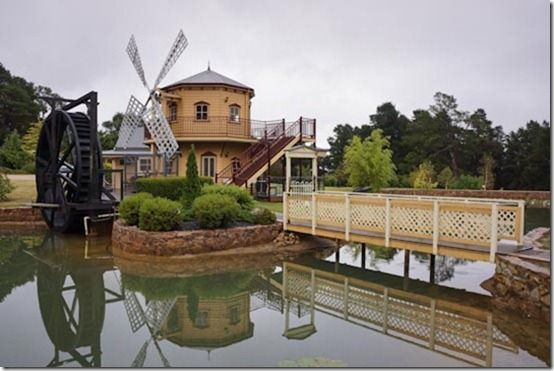 Tamberrah Cottages Windmill Pizza Restaurant and Cafe | CaravanCampingOz.com