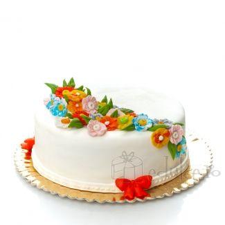 Priveste detaliile acestui tort! Cum ti se par? Noi credem ca am reusit sa imbinam simplitatea si frumosul intr-unul din cele mai reusite modele create vreodata.