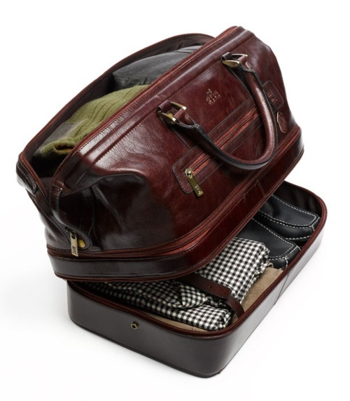 Men's travel bag, easy organization and it's not a man purse!
