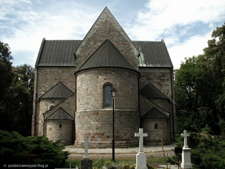 5 apsyd kruszwickiej kolegiaty powstało dzięki  schodkowemu planowi, a także dodaniu prostokątnych aneksów pomiędzy ramiona transeptu, a prezbiterium, także zwieńczonych apsydami