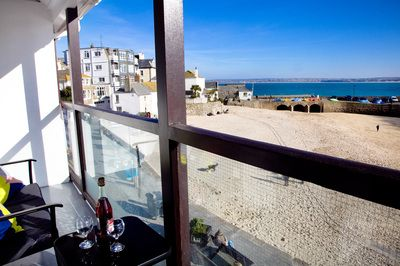 Scorer Property - Self Catering Holiday Accommodation Rental in Dartmouth with parking and views. St Ives holiday accommodation with balcony.