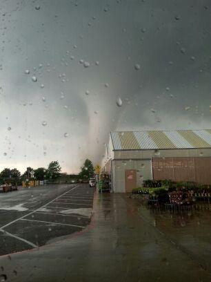10 haunting photos of the Moore, Oklahoma tornado | KDVR.com (5/20/2013)