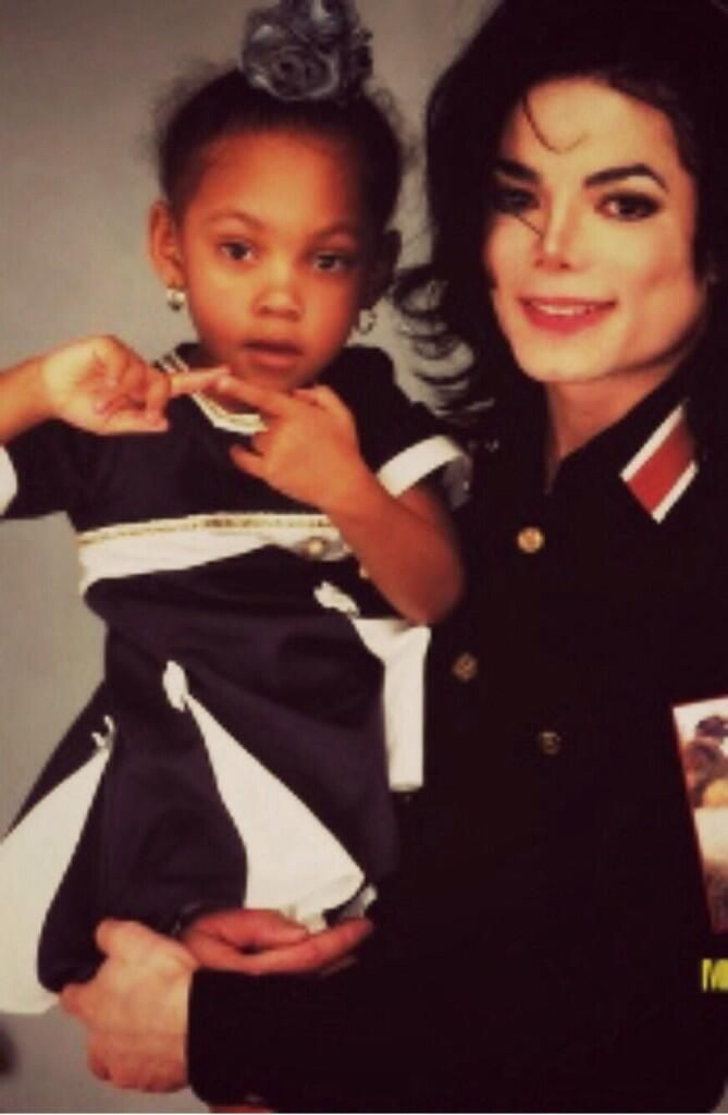 <3 Michael Jackson <3 - Michael with Eddie Murphy's daughter, Bria.