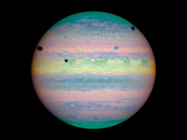 Rare triple eclipse on Jupiter.