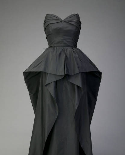 Christian Dior Evening dress, ca. 1948. Silk taffeta. Christian Dior, Paris.