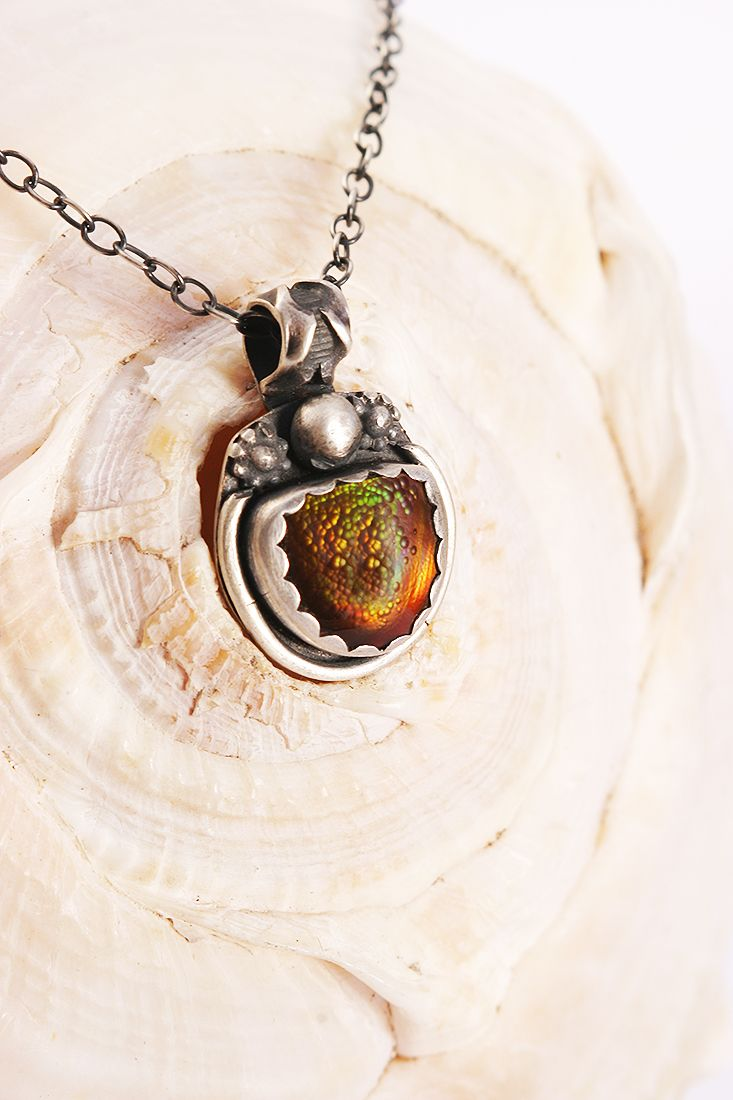 Hand-fabricated jewelry: Arizona Fire Agate pendant in Sterling Silver by Lisa Marie Morrison of Sirocco Design. Photo Pablo Rivera, Chile.