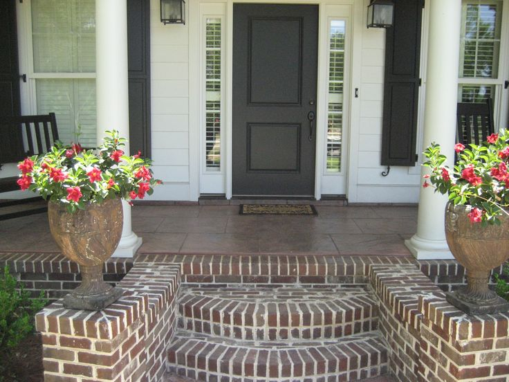 """love the """"fan out"""" styling of this front porch steps and the brickwork"""