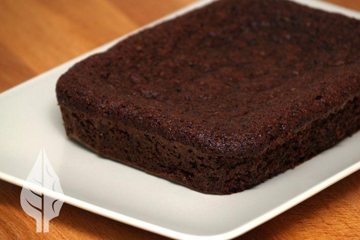 Bizcocho de chocolate delicioso pero sin azúcar ni gluten ni lácteos. Ideal para una ocasión especial como un cumpleaños.