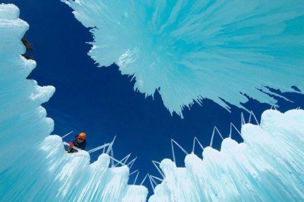 Ледяные замки из металлического каркаса (14 фото)