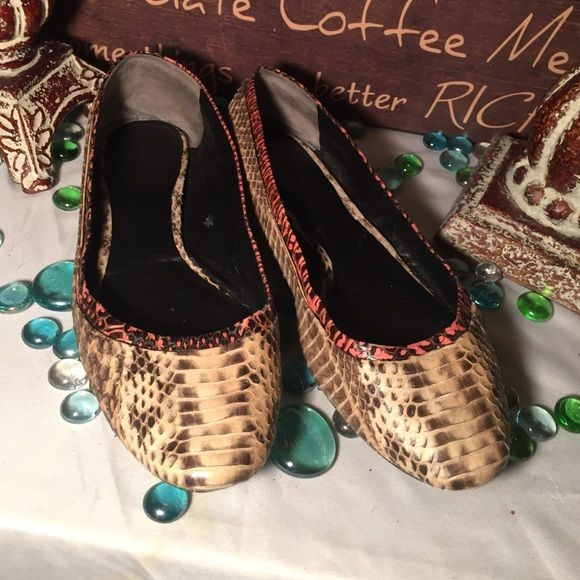 SALERachel Roy Flats Rachel Roy Cute Flats- Sz 8.5M- Genuine leather- Brown/Cream- Some wear bottom soles from driving nothing major , other than that they're fine view last pic- Super comfy- Super cute! Rachel Roy Shoes Flats & Loafers