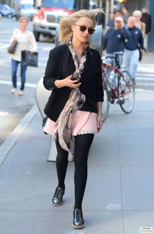 Hayden Panettiere, scarf