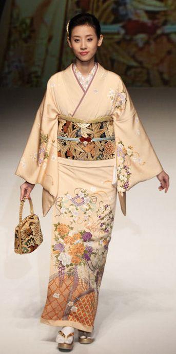 Yukiko Hanai designed this silk kimono.