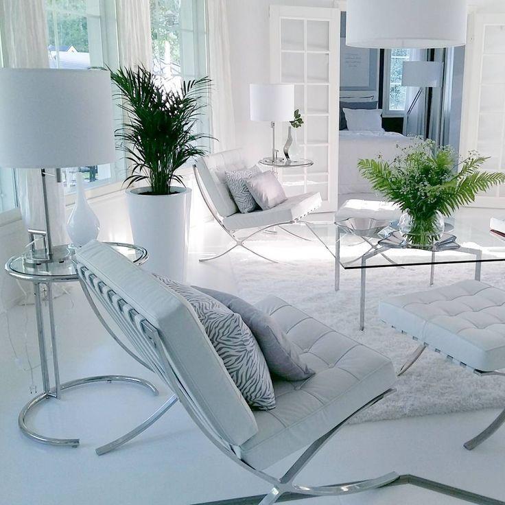 Ylellistä tunnelmaa olohuoneen nojatuolien äärellä   Instakodit