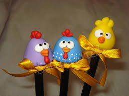 Resultado de imagem para como fazer uma galinha em biscuit cabecinha de lápis