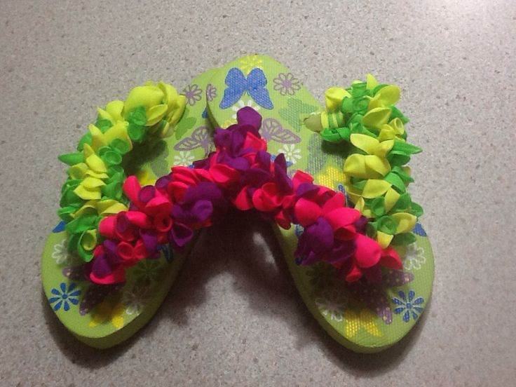 Kids neon decorated flip flops. Strap with neon colours water bomb balloons.