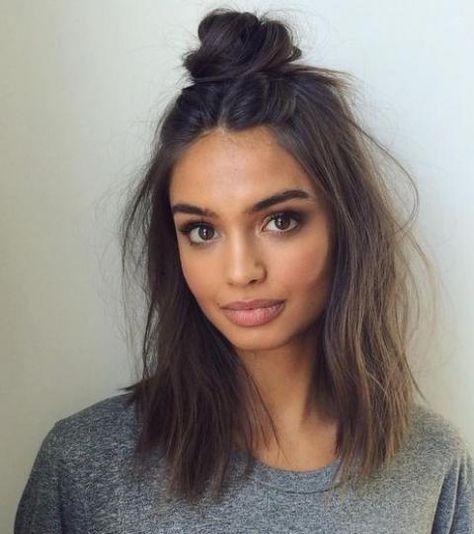 Cheveux mi-longs : 10 coiffures faciles et rapides à faire soi-même