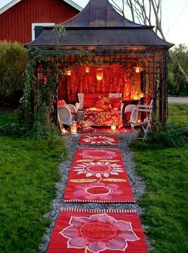Having a little outdoor sanctuary like this at a party would be lots of fun. Somewhere where people could go for more quiet/private talks