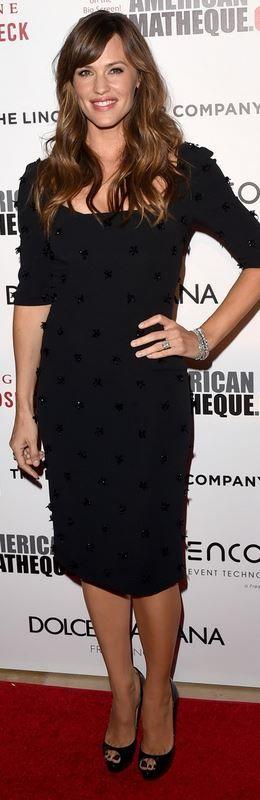 Jennifer Garner: Dress – Dolce & Gabbana Shoes – Christian Louboutin Bracelet – Norman Silverman Ring – EFFY Jewelry
